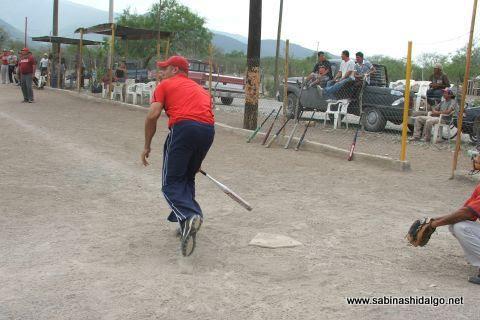 Alfonso Sepúlveda de Ponchados en el softbol del Club Sertoma