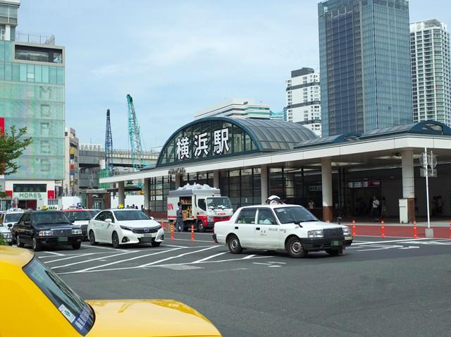 横浜駅西口のバスやタクシーのロータリー