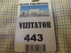 Photo: Rou3S124-151001Bucarest, Parlement, badge visiteur IMG_8668