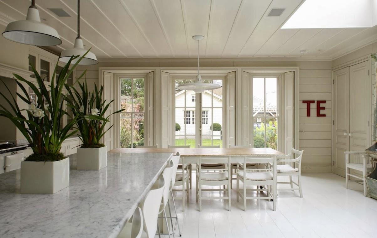Una casa con mucha madera for Decoracion living comedor con cocina integrada