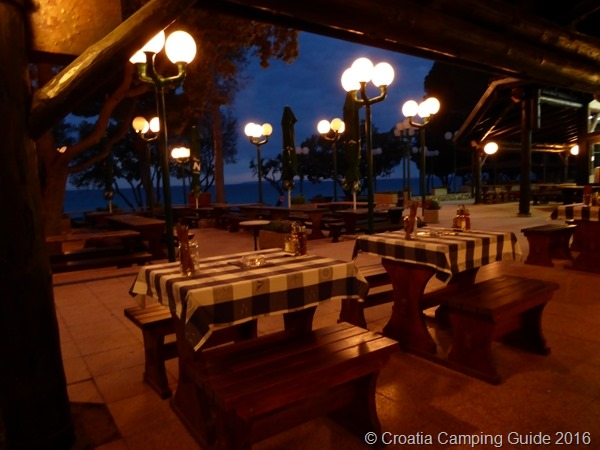 [Croatia+Camping+Guide+-+Camp+Strasko+Restaurant%5B8%5D]