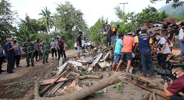 Panglima dan Kapolri Tinjau NTT, Fokuskan Evakuasi Korban dan Kirim Bantuan