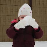 Me verstoppen achter een knoert van een sneeuwbal