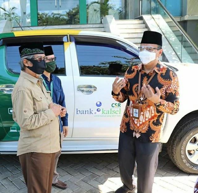 Support Baznas, Bank Kalsel Berikan Mobil Operasional