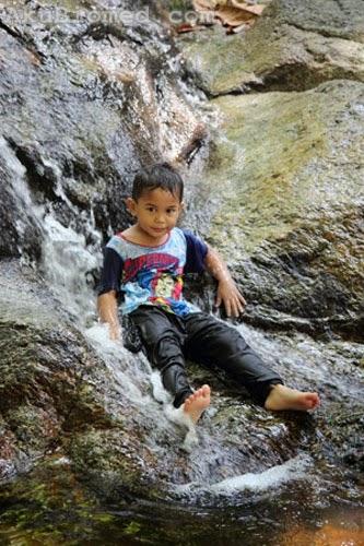 aslah mandi air terjun di sungai kroh