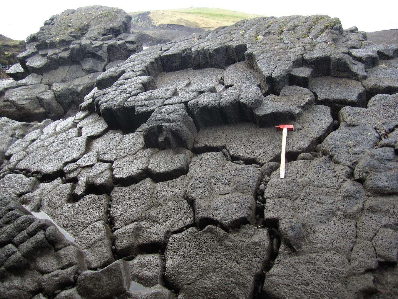 Columnar jointing of basalts on Heimaey. VK