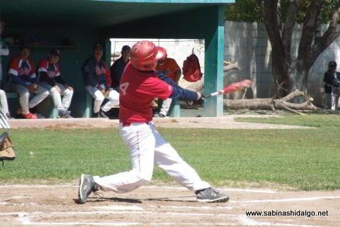 Adrián Leal de Mineros de Vallecillo en el beisbol municipal