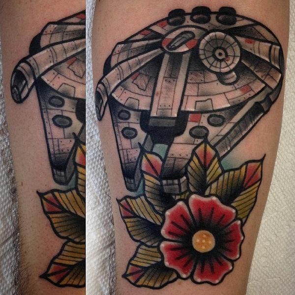 este_floral_millennium_falcon_de_tatuagem
