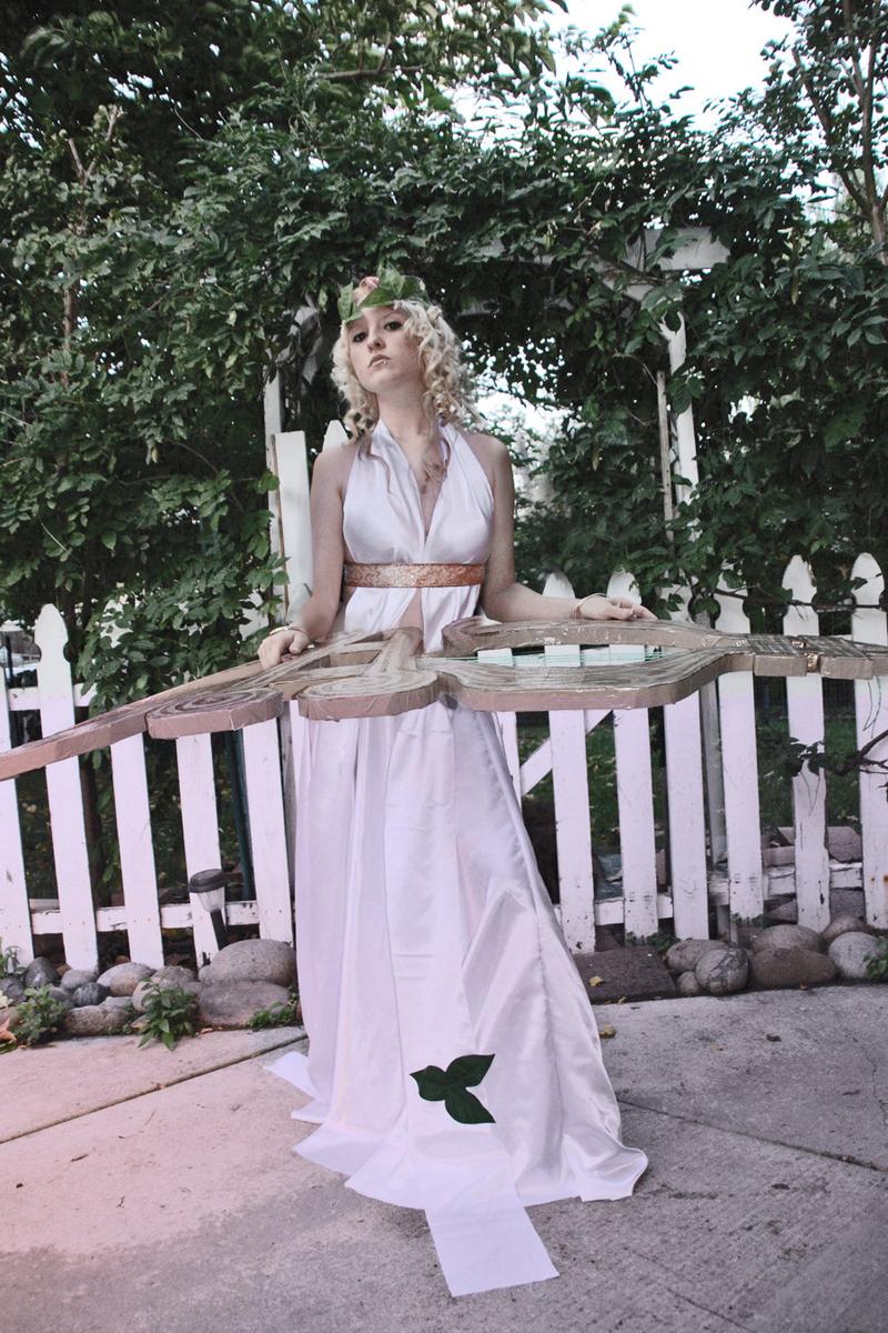 """""""Đại cầm nữ"""" khoe vẻ quyến rũ với trang phục Tiên Nữ - Ảnh 4"""