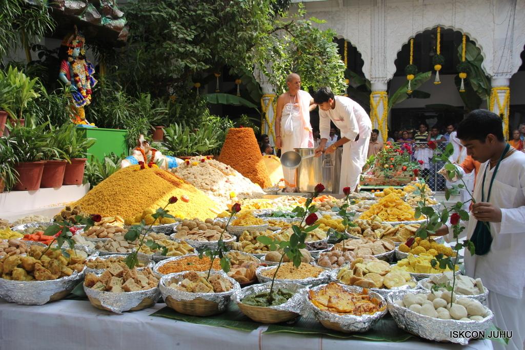 Govardhan Annakut Darshan  At ISKCON Juhu on 31st Oct 2016 (35)