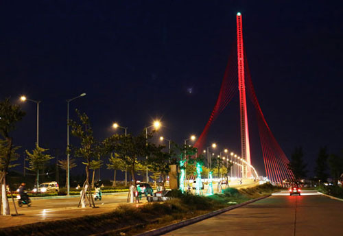 da-nang-hotel-Tran-Thi-Ly-bridge