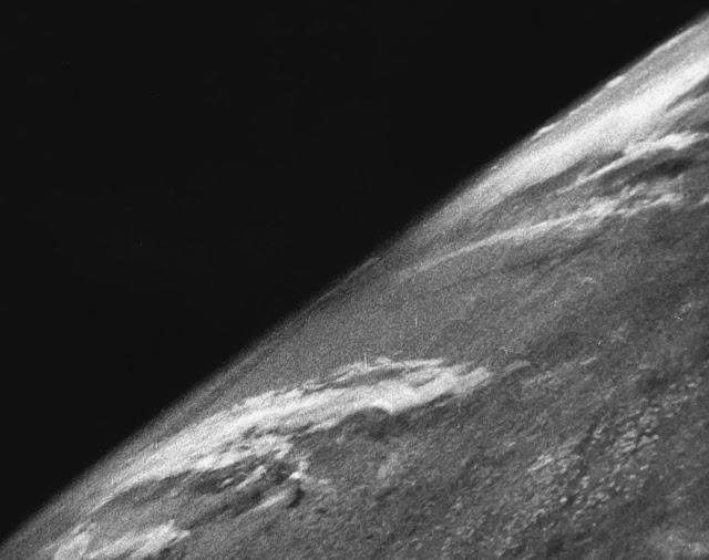 La prima foto della Terra vista dallo spazio