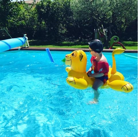 La maison du faucon instagram de mai bi res et piscine for Cash piscine 8 mai