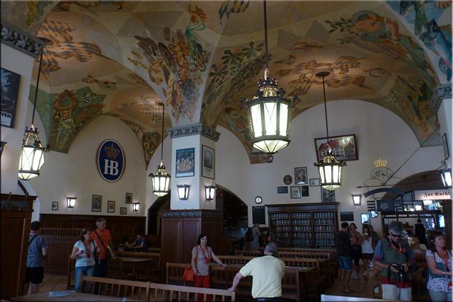 Interior de Hofbräuhaus, la cervecería más antigua de Munich