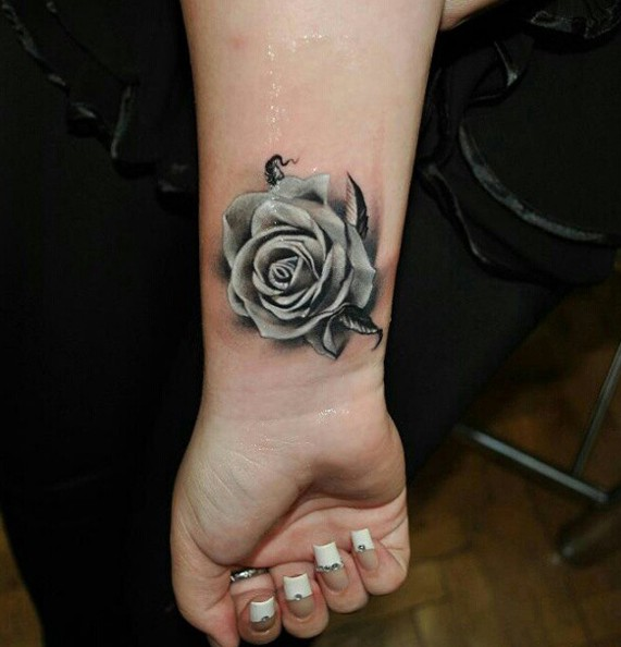 DIFFERENT TATTOOS DESIGNS FOR  ATTRACTIVE LADIES IN THEIR BODY 11