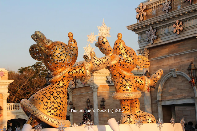 Golden Mickey and Minnie Statue