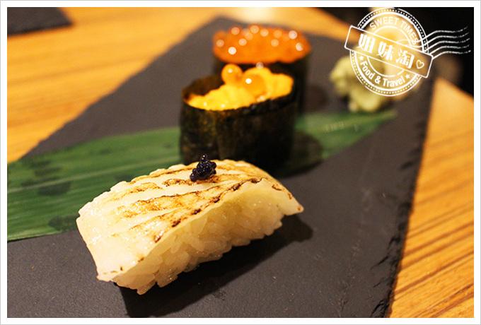 鮨彩壽司-鮭魚卵壽司 比目魚壽司 海膽壽司360元