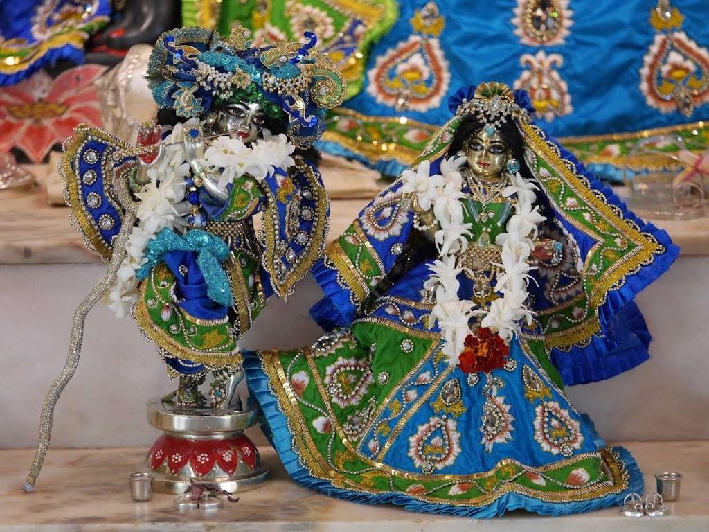 ISKCON New Govardhana Deity Darshan 09 Dec 2015 (26)