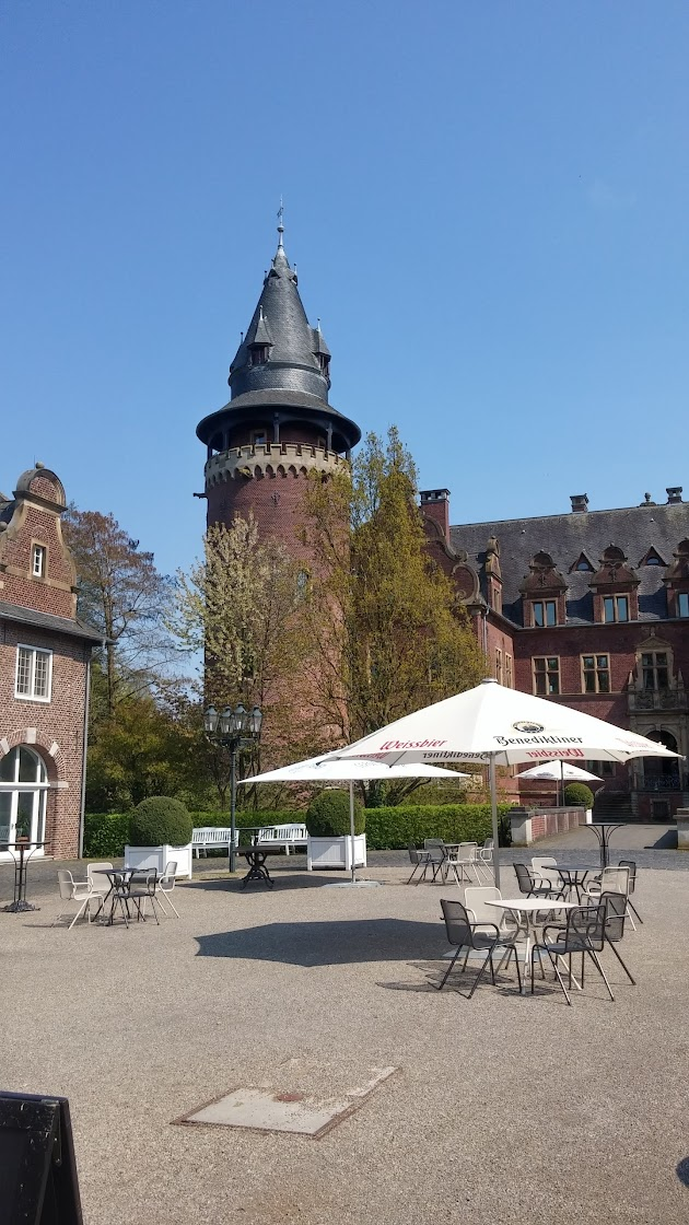 "Châteauform' Schloss Krickenbeck<br><a class=""photo_author gallery_photo_author"" href=""https://maps.google.com/maps/contrib/105753852422810798382/photos"" target=""_blank"">Foto: Erik Greven</a>"