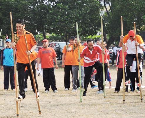 Berita foto video sinar ngawi terkini: Peringati HUT RI, Lomba olahraga permainan tradisional di Ngawi meriah
