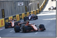 Le due McLaren-Honda nella gara a Baku