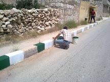 Muži v rámci progarmu Peníze za práci většinou odvážejí odpad, čistí ulice, opravují silnice, kanalizaci, vodovodní potrubí nebo elektrická vedení. (Foto: Archiv ČvT)