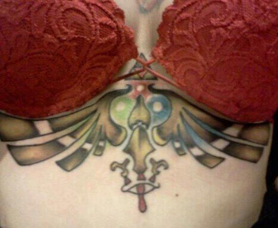 colorido_zelda_tatuagem_sob_mama