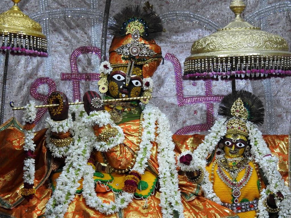 Radha Govind Devji Deity Darshan 08 Jan 2017 (2)