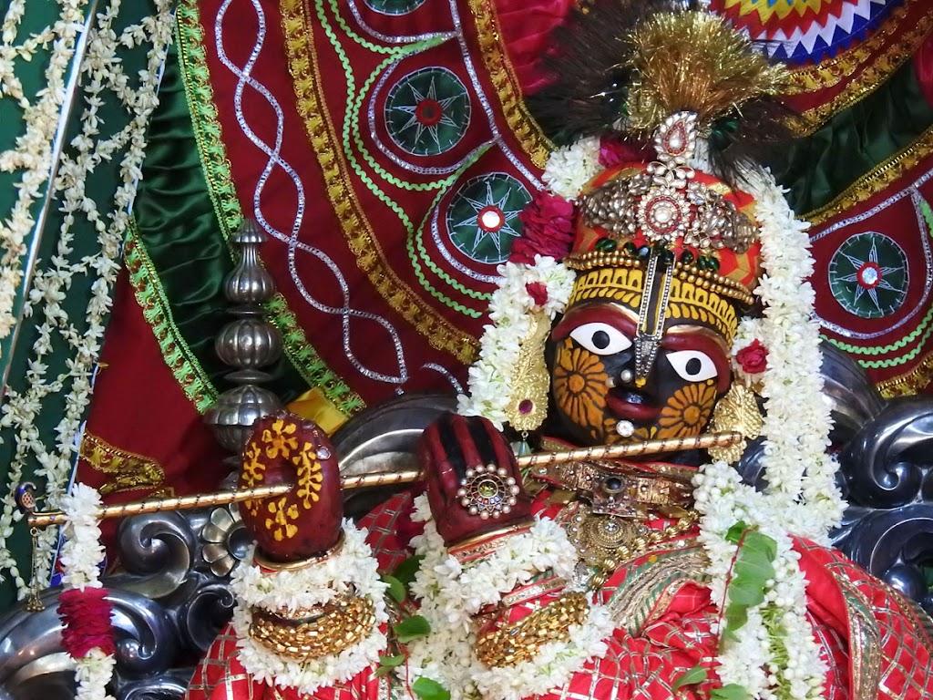 Radha Govind Devji Deity Darshan 16 August 2016 (16)