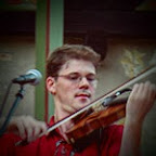 Anders Frostin playing his violin, built by Alexander Yurovitsky, USA. Microphone