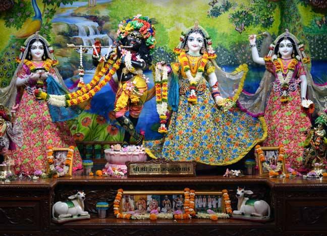ISKCON Nasik Deity Darshan 02 April 2016  (2)