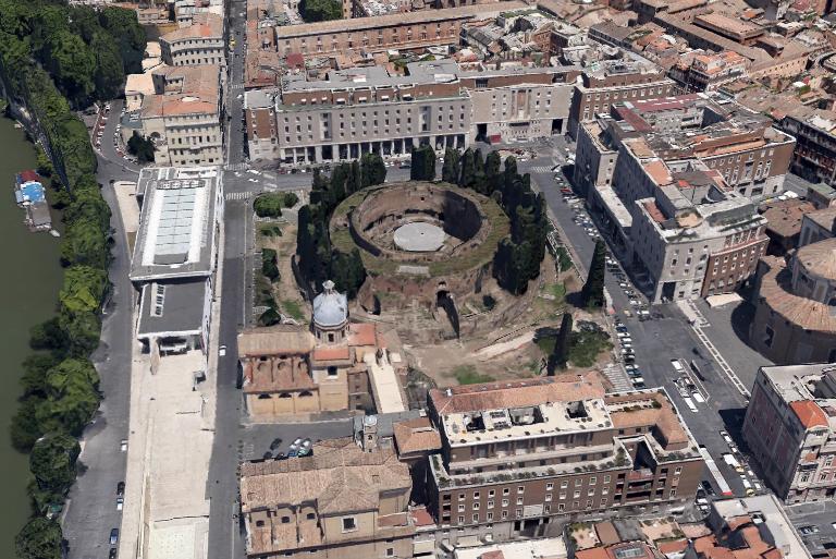 Rome wiki the piazza augusto imperatore for Augusto roma