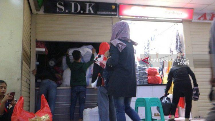 Toko-Toko di Pasar Tanah Abang Mulai Tutup, PHK Bayangi Pekerja Industri Tekstil