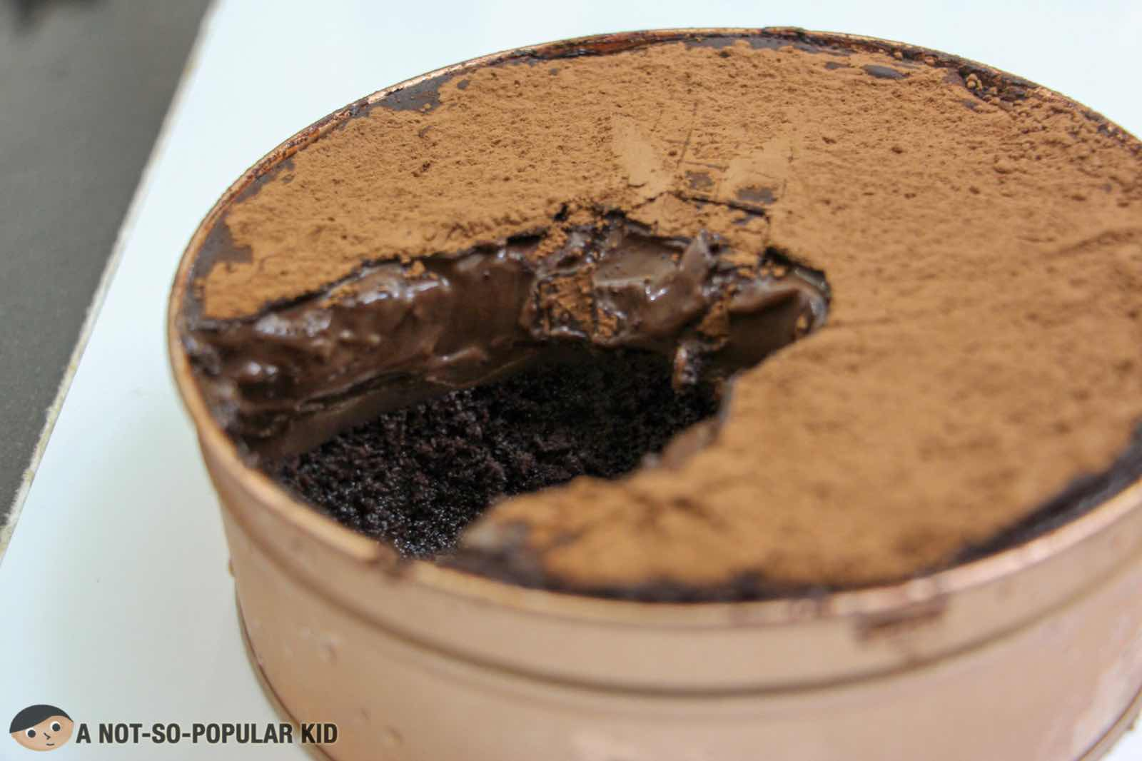 Oozing chocolate ganache - dream cake of Le Sucre Lab