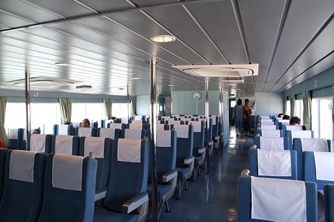 羽幌沿海フェリー 高速船「さんらいな2」 船内 その1