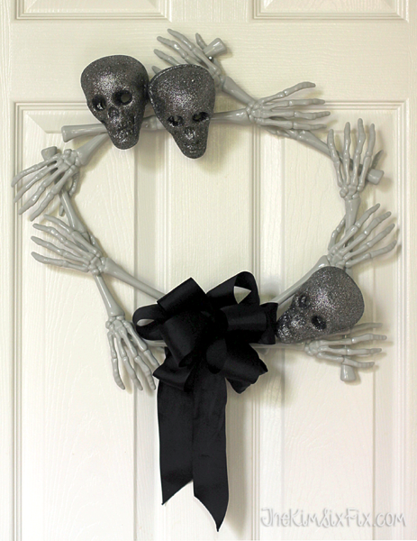 Skull and bones wreath halloween
