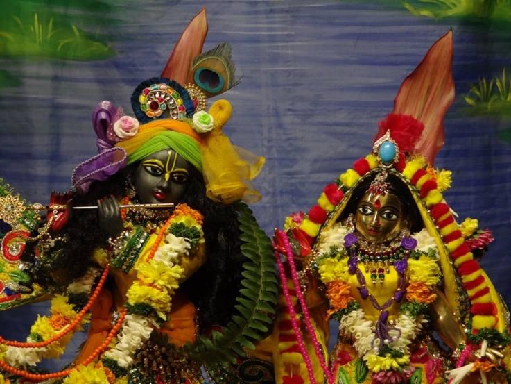 ISKCON Nigdi Deity Darshan 18 Dec 2015 (15)