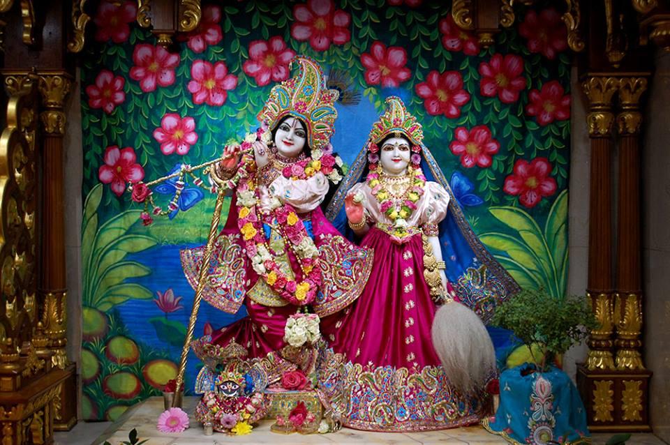 ISKCON London  Deity Darshan 21 Nov 2016 (1)