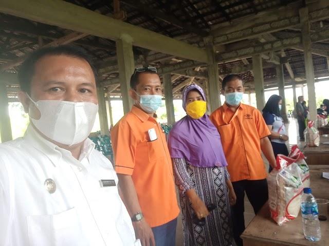 Petugas Kantor Pos Medan Amplas Melaksanakan Salurkan BST (Bantuan Sosial Tunai) Thp.V/VI,Tahun 2021