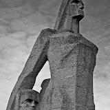 Скульптура Матери (Мемориал на месте Саласпилского концентрационного лагеря)