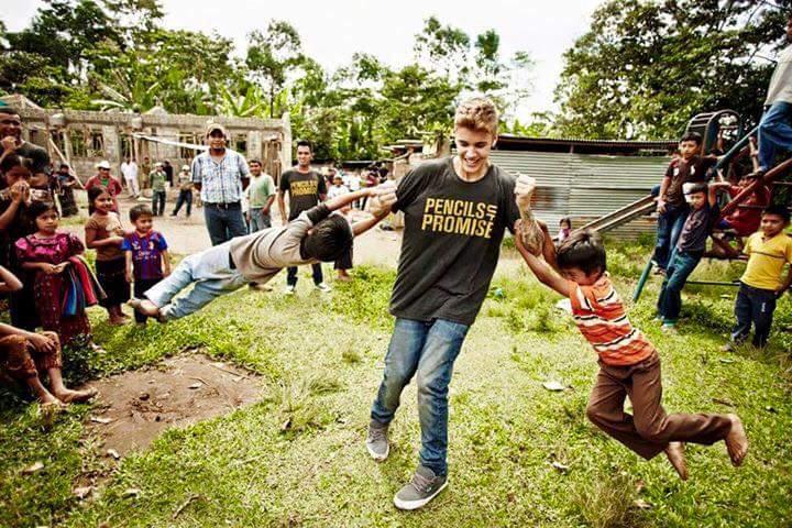 Imperious Millionaire S Sancrimagazine Imagenes Sorprendente Justin Bieber Se Hace De Trabajador De Construction Y Ayuda A Niños Pobres Eso Es Umildad