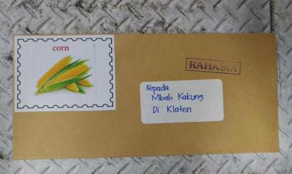 Bermain Kotak Pos Mengirim Surat