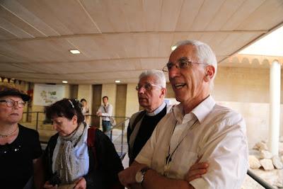 09/ Au centre Marie de Nazareth, nous sommes accueillis la communauté du chemin neuf, Dominique retrouve son ami Luc.