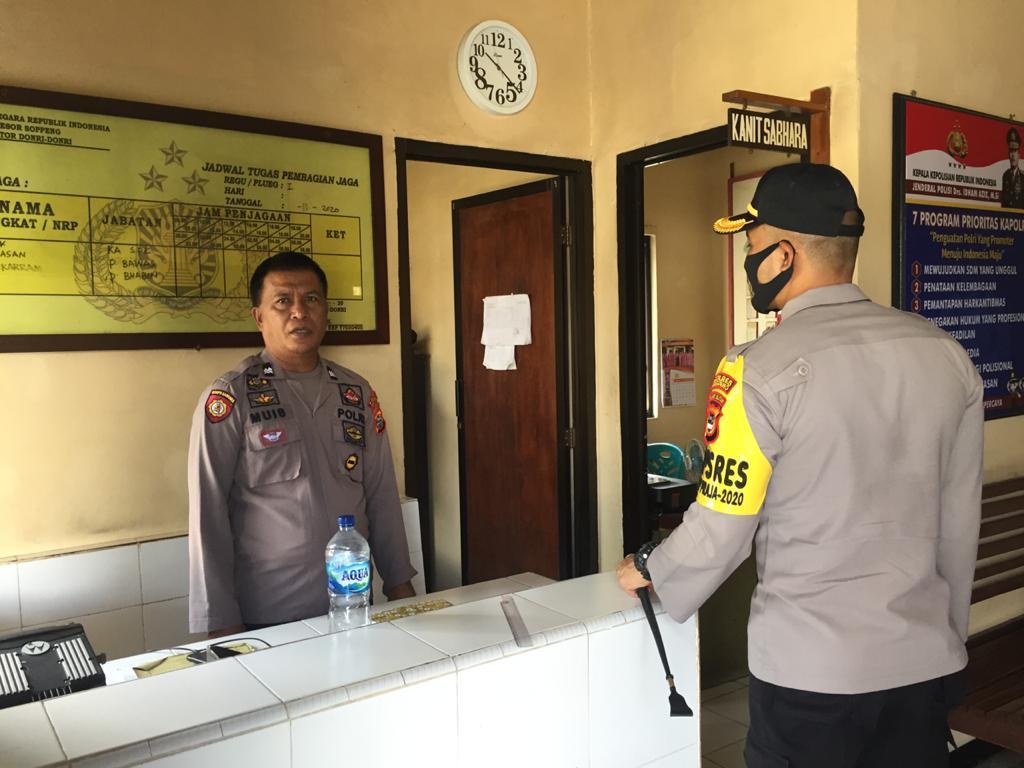 Kapolres Soppeng Kunjungi Polsek Jajaran Guna Mengecek Personil yang Bertugas di Hari Libur