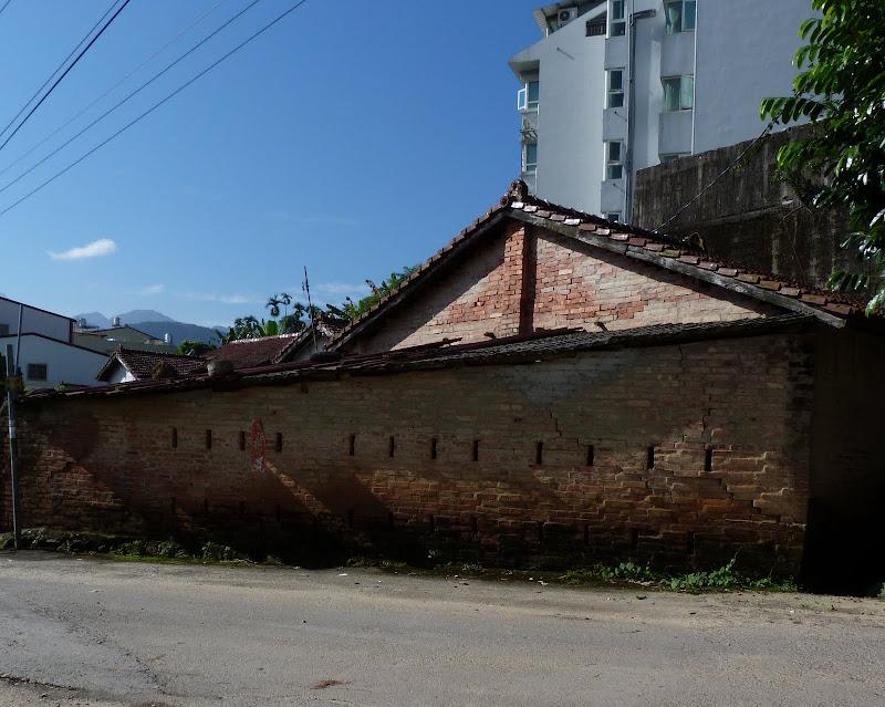 Puli  en passant , entre autres, par les villages de l ethnie Bunum de Loloko et Dili. J 10 - P1160752.JPG