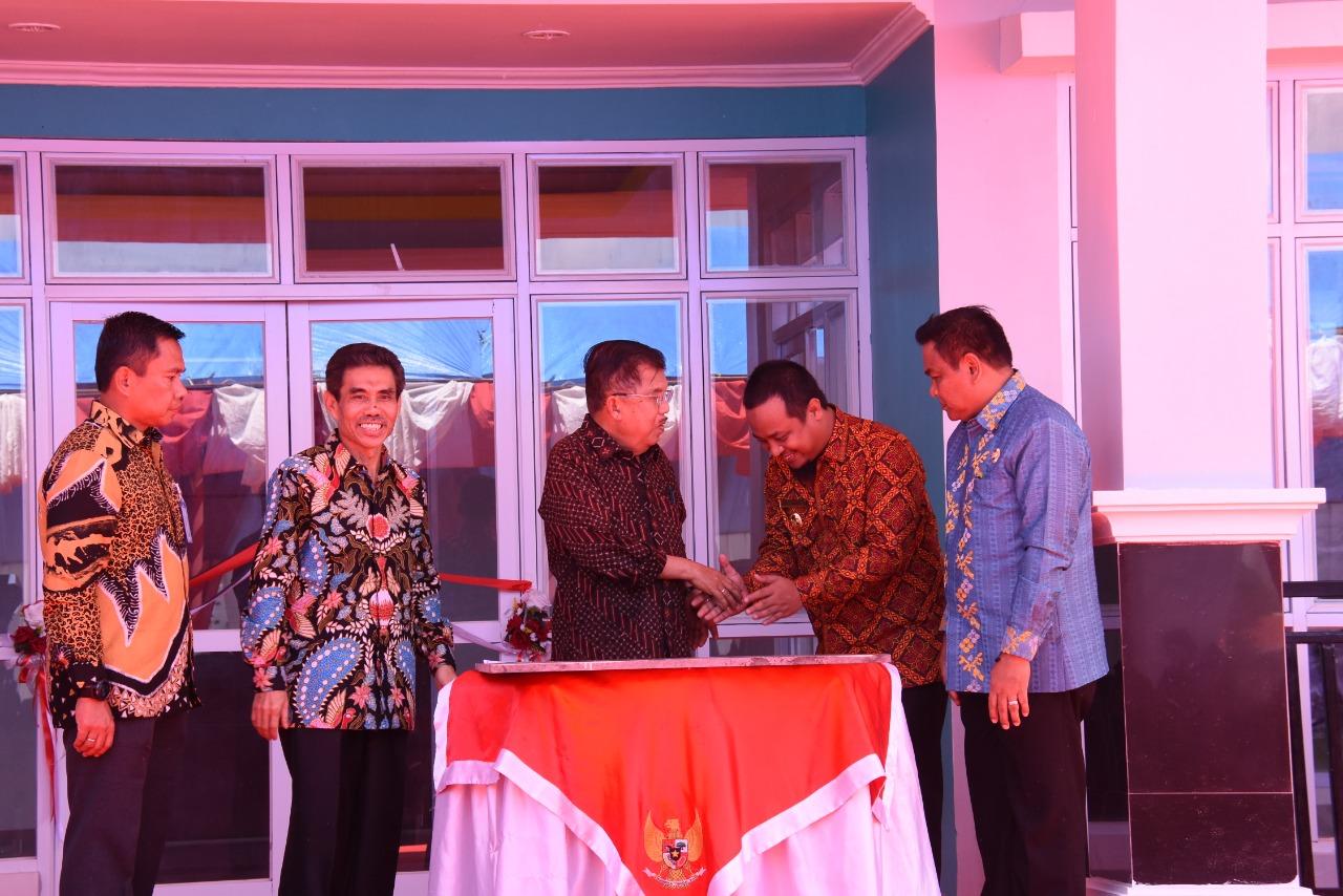 Wapres Jusuf Kalla Resmikan Rumah Susun Mahasiswa Politeknik Teknologi Negeri Bone