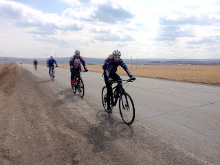 Велосипедисты на Александровском тракте