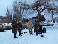 az oroszkai hagyományőrzők az ágyúval.jpg