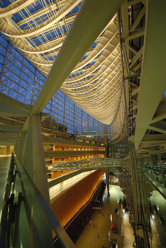 Tokyo International Forum. Architect Rafael Vinoly