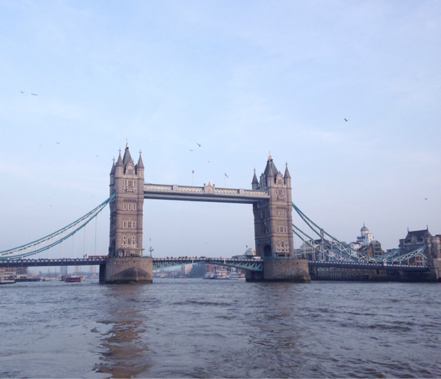 A tourist day in London: having lived in London for almost 6 months now we decided we needed to get to know the city better and what better way to do it than be tourists! You can get great views of Tower Bridge when you take a boat ride
